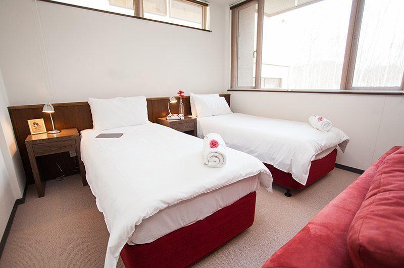 Toshokan Townhouses Twin Beds | Middle Hirafu Village, Niseko