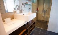 Yume Basho Bathroom | Lower Hirafu Village, Niseko