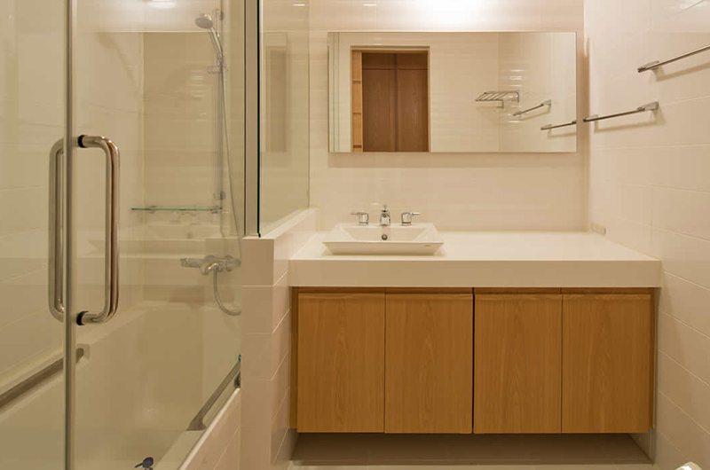 Akari Guest Bathroom | Hirafu, Niseko