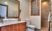 Gouka Lodge Bondi Bathroom | Hirafu, Niseko
