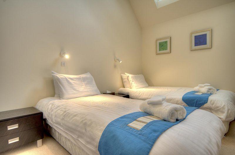 Gouka Lodge Bondi Twin Bedroom with Lamps | Hirafu, Niseko