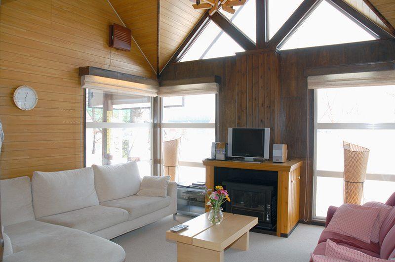 Jurin Cottage Lounge Area | Hirafu Izumikyo 1, Niseko