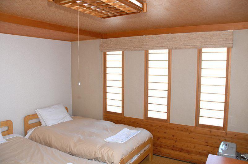 Jurin Cottage Twin Beds | Hirafu Izumikyo 1, Niseko