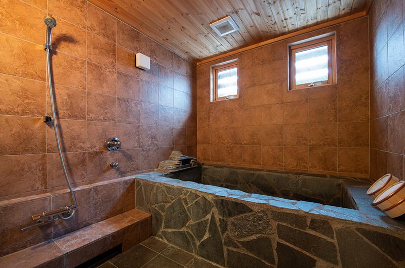 Shin Shin Bathtub | Hirafu, Niseko