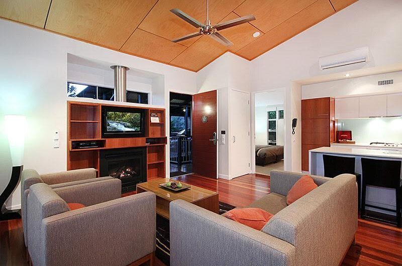 O'Reillys Living Room And Breakfast Bar | Gold Coast Hinterland, Queensland