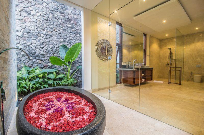 Freedom Villa Bathtub | Petitenget, Bali