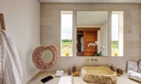 Villa Kadek En-suite Bathroom | Batubelig, Bali