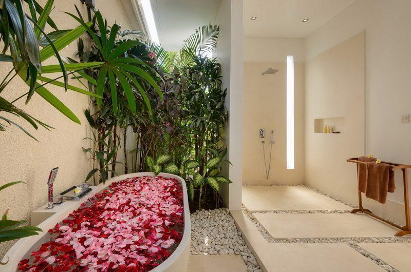 Villa Kyah En-suite Bathroom | Kerobokan, Bali