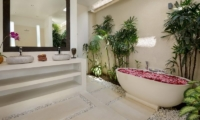 Villa Kyah Bathtub | Kerobokan, Bali