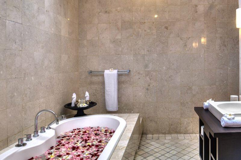 Villa Lanai Residence Bathtub | Seminyak, Bali