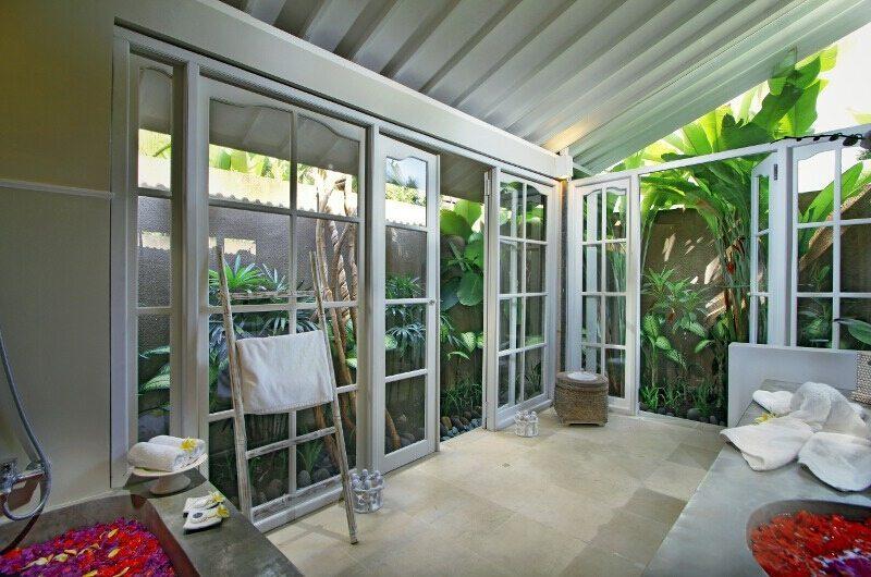 Villa Lodek Deluxe Bathroom | Seminyak, Bali