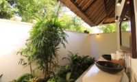 Kembali Villa Outdoor Bathroom | Kubutambahan, Bali