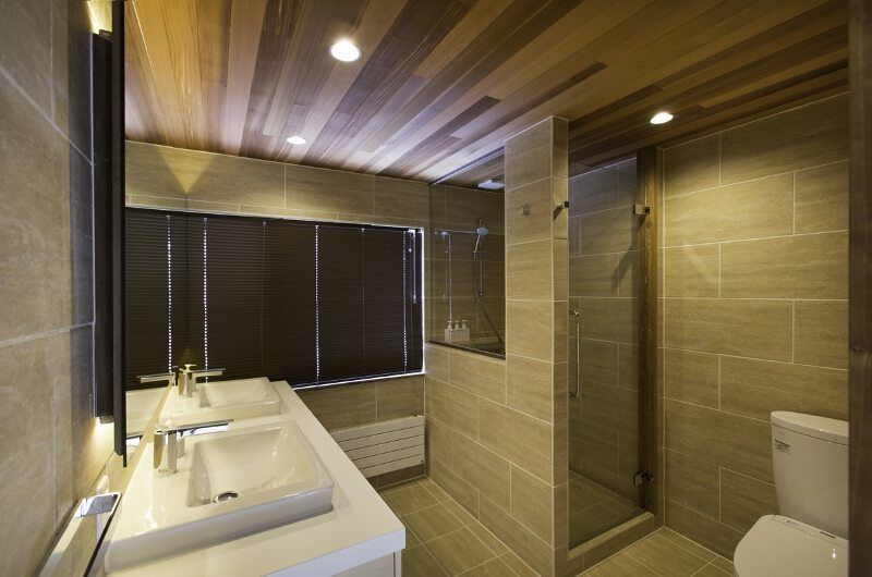 Greystone Bathroom One | Hirafu, Niseko