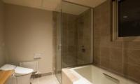 The Orchards Niseko Guest Bathroom | Hirafu, Niseko
