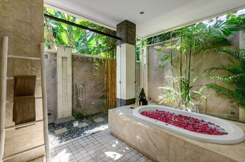 The Residence Villa Menari Residence En-suite Bathroom   Seminyak, Bali