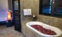 The Residence Villa Senang Residence Bathtub | Seminyak, Bali