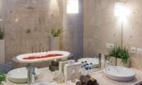 The Residence Villa Zensa Residence En-suite Bathroom | Seminyak, Bali