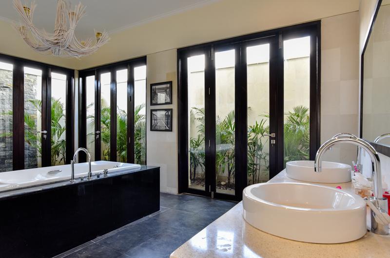 Bali Il Mare Master Bathroom | Permuteran, Bali
