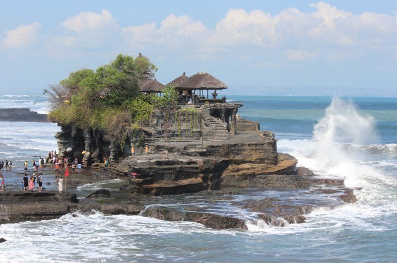 bali-tanah-lot-temple-high-tide-view