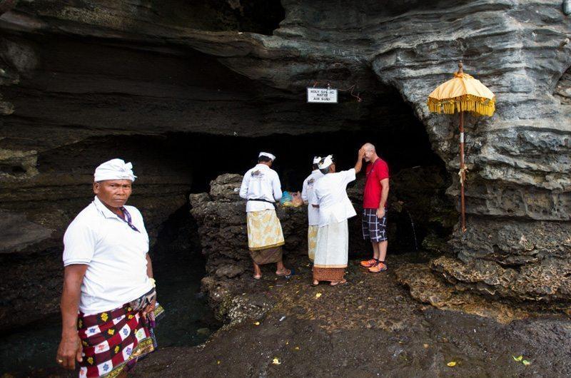 bali-tanah-lot-temple-holy-spring