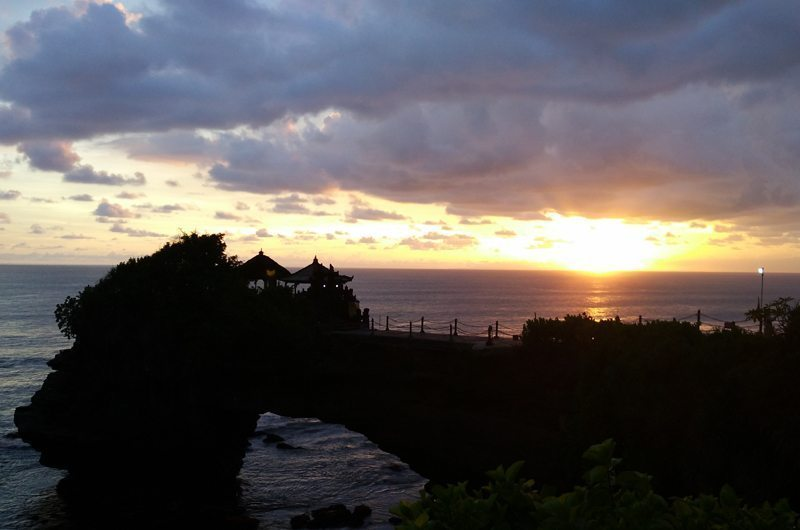 bali-tanah-lot-temple-sunset-view