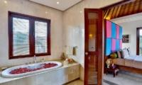 The Residence Villa Shanti Residence En-suite Bathroom | Seminyak, Bali