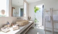 Villa Nyoman Bathroom | Petitenget, Bali