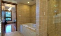 Mangetsu Lodge En-suite Bathroom | Hirafu Izumikyo 3, Niseko