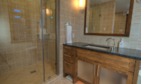 Mangetsu Lodge Bathroom with Shower | Hirafu, Niseko