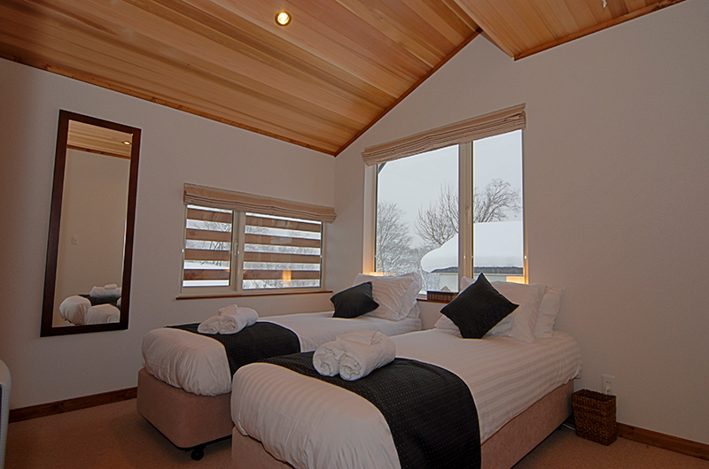 Shirayuki Lodge Twin Bedroom | Hirafu, Niseko