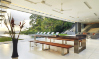 Villa Amanzi Dining Table | Kamala, Phuket