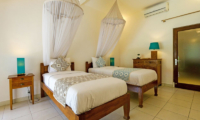 Miu Villa Twin Bedroom with Table Lamps | Seminyak, Bali