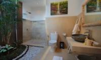Villa Ashna En-suite Bathroom   Seminyak, Bali