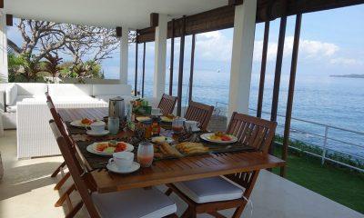 Villa Blanca Dining Area | Candidasa, Bali