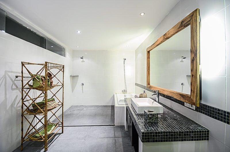 Villa Chez Ami En-suite Bathroom   Legian, Bali