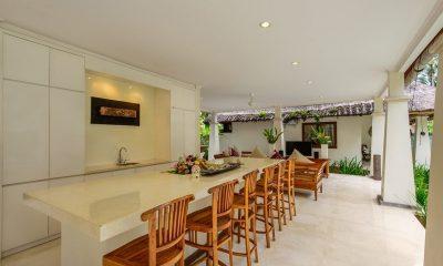 Villa Gils Breakfast Bar | Candidasa, Bali