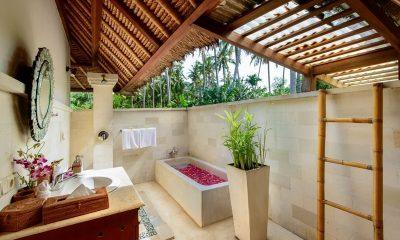 Villa Gils En-suite Bathroom | Candidasa, Bali