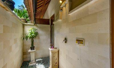 Villa Gils Outdoor Bathroom | Candidasa, Bali