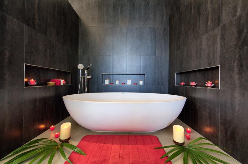 Villa Manta Bathtub | Choeng Mon, Koh Samui