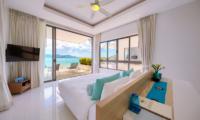 Villa Manta Bedroom and Balcony | Choeng Mon, Koh Samui