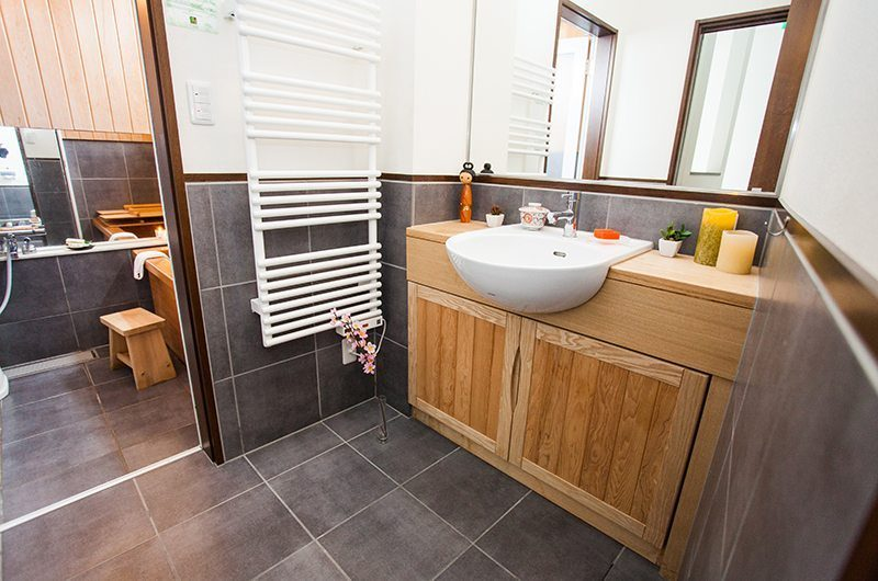 Tamo En-suite Bathroom | Hirafu, Niseko