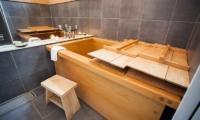 Tamo Japanese Hinoki Bathtub | Hirafu, Niseko