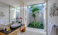 Villa Bamboo Aramanis En-suite Bathroom   Seminyak, Bali