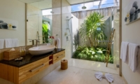 Villa Manis Aramanis Guest Bathroom | Seminyak, Bali