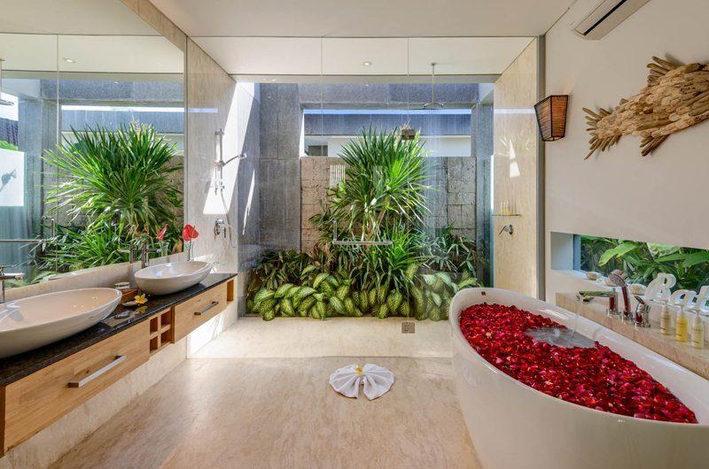 Villa Manis Aramanis Master Bathroom | Seminyak, Bali