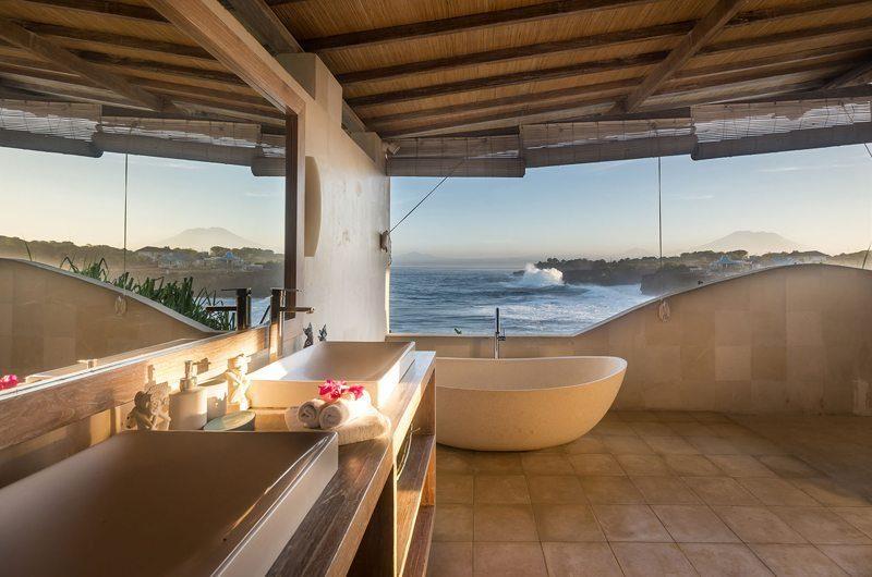 Casa Del Mar Master Bathroom | Nusa Lembongan, Bali