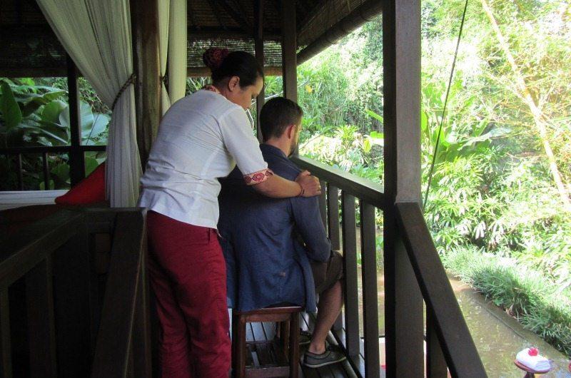 Shoulder massage at Villa Semana
