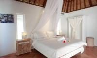 Villa Driftwood Bedroom | Nusa Lembongan, Bali