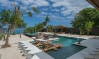 Villa Kingfisher Sun Beds   Nusa Lembongan, Bali