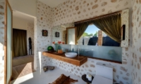 Villa Kingfisher En-suite Bathroom   Nusa Lembongan, Bali